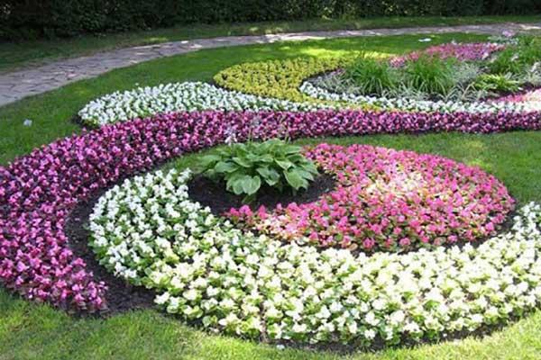 گل کاری حیاط و فضای سبز ویلا