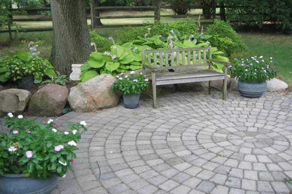سنگ فرش حیاط ویلا