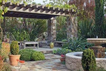 محوطه باغ ویلا به سبک مدیترانه ای